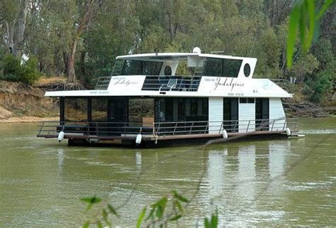 Echuca Houseboats by Murray River Houseboats 187 Large Family Accommodation