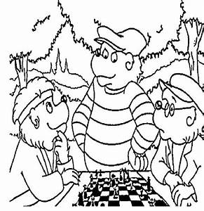 Papa Berenstain Bear Play Chess with His Friend Coloring ...