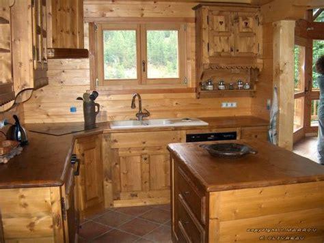type de comptoir de cuisine agencement cuisine en bois massif