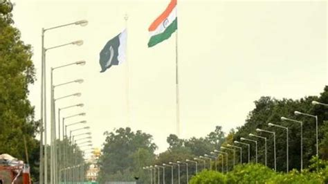 Pakistan says it returned Indian man who strayed crossed ...