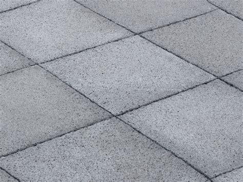 piastrelle x giardino mattonelle per giardino in cemento con piastrelle in