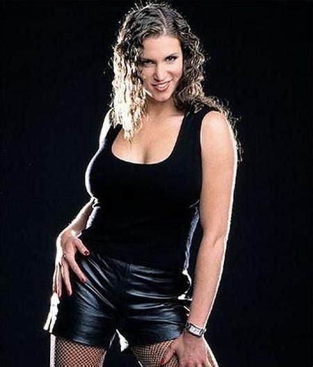 stephanie hot cleavage   entertainment world