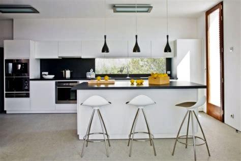 barre suspension cuisine idée cuisine avec îlot perspective mouvement lumière