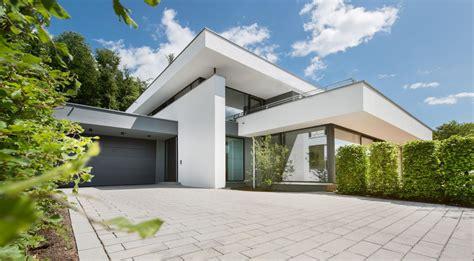Moderne Häuser Aussenanlage by Modernes Haus Im Bauhausstil Massivhaus Wohnhaus