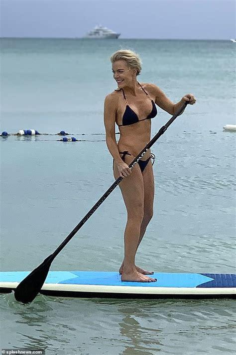 Megyn Kelly In Bikini 5 Pics