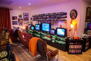 Donkey Kong, Pac-Man, arcade machines and 20 TV screens in