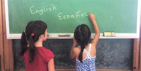 comment les enfants peuvent ils apprendre 2 langues
