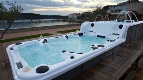 Tubs For Sale by Sale Balboa System Tub With Tv Sr859