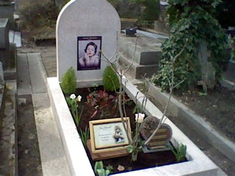 jean gabin pere lachaise tombe d annie girardot tombes personnages celebres