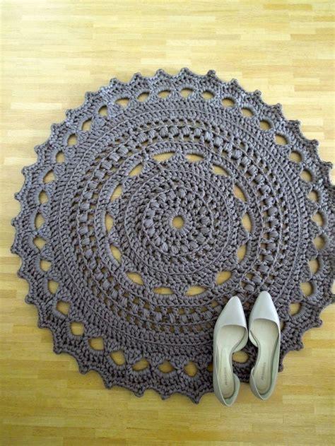crochet spaghetti yarn floor rug grey crochet