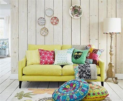 redoute canapé 20 salons avec un canapé jaune joli place