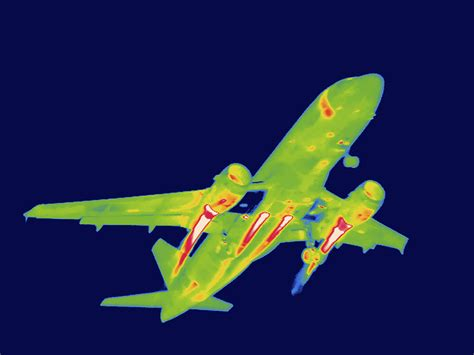 thermal images  airplanes  reagan national airport la boite verte