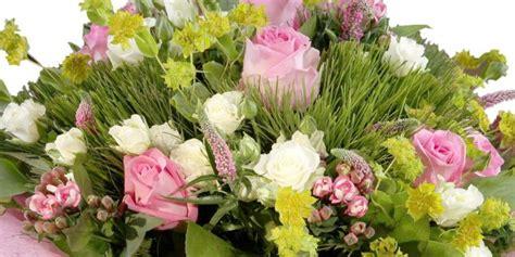 Svētdienas ziedu piegāde tajā pašā dienā Rīgā un citās ...