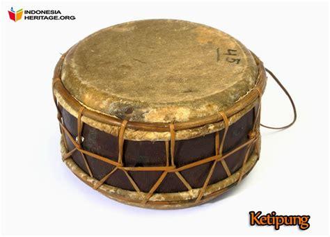 Alat musik kecapi dari kalimantan tengah ini memiliki bentuk dan fungsi yang sama dengan alat musik sampe yang berasal dari kalimantan barat, kalimantan timur atau kalimantan utara. Alat Alat Tradisional Khas Kalimantan Timur: Alat-alat Musik Tradisional Khas Kalimantan Timur