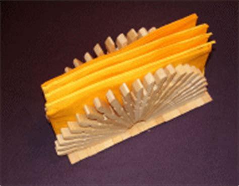 basteln mit holz wäscheklammern serviettenhalter aus w 228 scheklammern basteln basteln mit