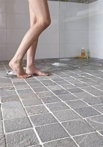 Carrelage De Douche : ce carrelage de sol de salle de bain en pierre de schiste apporte une touche naturelle brute et ~ Melissatoandfro.com Idées de Décoration