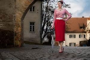 Was Ist Retro : f r nasskaltes wetter ein regenschirm und roter rock im retro stil ~ Eleganceandgraceweddings.com Haus und Dekorationen