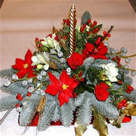 Composizione Natalizia Con Candele by Centrotavola Natalizio Fiori Per Natale
