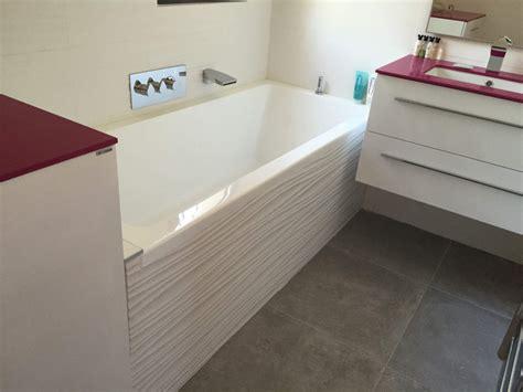 showroom cuisine salle de bains baignoire blanche sur les pennes