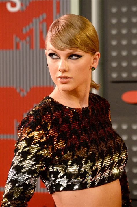 TAYLOR SWIFT at MTV Video Music Awards 2015 in Los Angeles ...