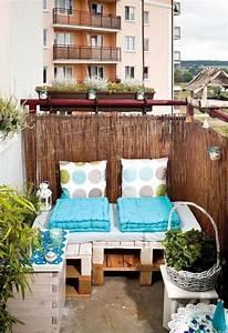 Balkon Sofa Polyrattan : kleiner balkon paletten sofa sichtschutz bambusmatten wohnungsideen pinterest dekoration ~ Indierocktalk.com Haus und Dekorationen