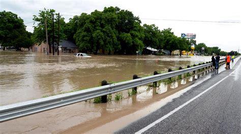 si鑒e auto tex tornado e alluvioni al confine tra usa e messico almeno 18 morti foto