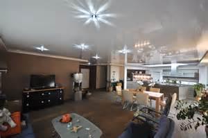 spanndecken im wohnzimmer spanndecken duesseldorf dortmund - Im Wohnzimmer