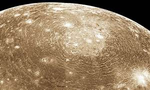 How big is the largest crater on Callisto?