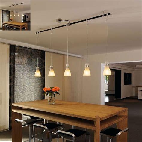luminaire de cuisine suspendu voici une rail ou sont disposés plusieurs luminaire