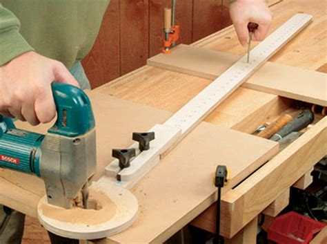 Cut Circles With A Router Or Jigsaw  Woodworking Jig Plans