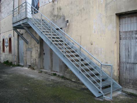 plan des bureaux escaliers exterieur