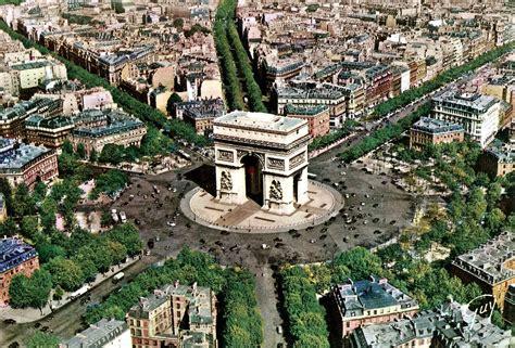 aerial view of l arc de triomphe de l etoile paris
