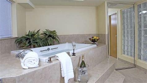 hotel in seattle with tub in room best western navigator inn suite in everett wa