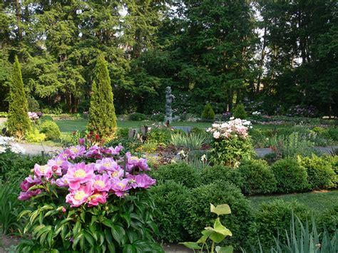 picture of a flower garden flower garden