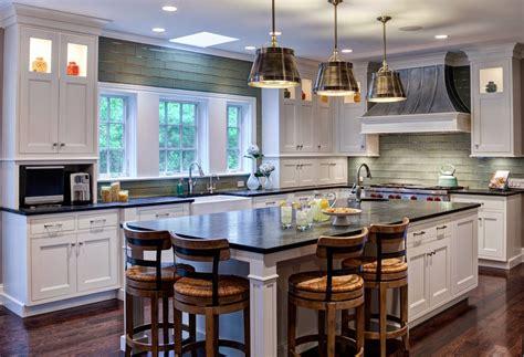 Дизайн кухни из дерева в американском стиле от Drury Design