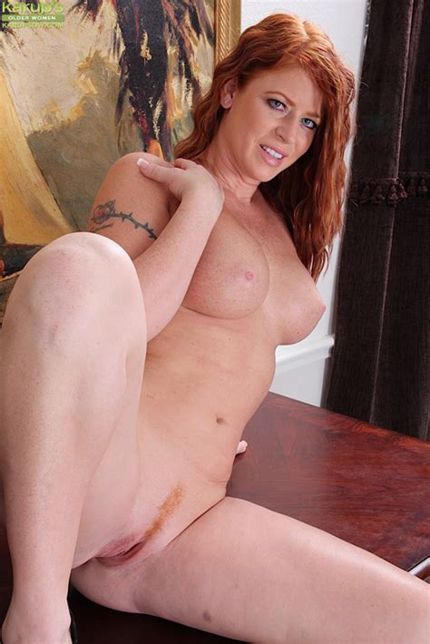 Redhead Milf Sara Orlando Strips Naked After Getting Home