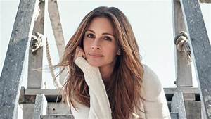 Julia Roberts Explains Why She Avoids Social Media And