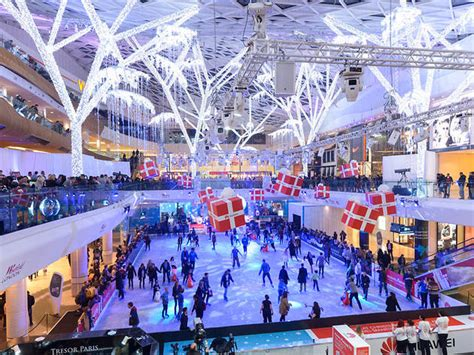 christmas decorations in wandswarth shopping centre london westfield rink things to do in
