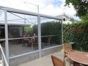 wetterschutz balkon terrasse wetterschutz durchsichtig und aufrollbar auf maß