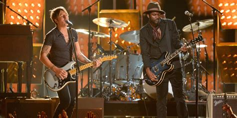 keith urban grammys performance country star sings cop car with gary clark jr huffpost