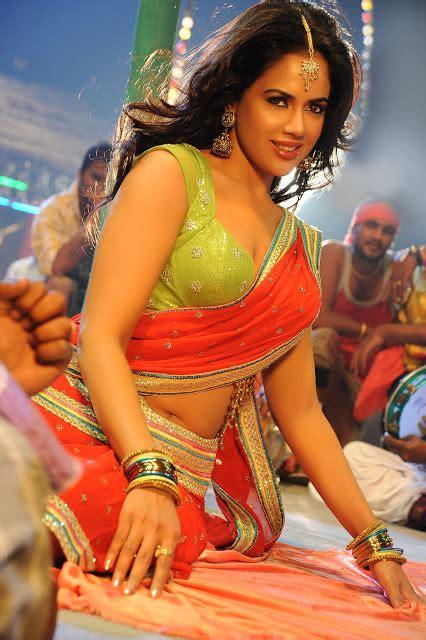 navel show saree below navel show
