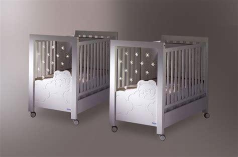 le sur pied chambre bébé les 25 meilleures idées concernant deux lits jumeaux sur