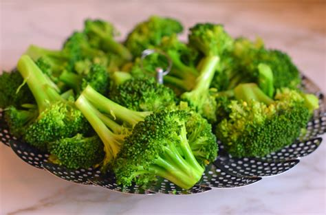 steaming broccoli simple steamed broccoli once upon a chef