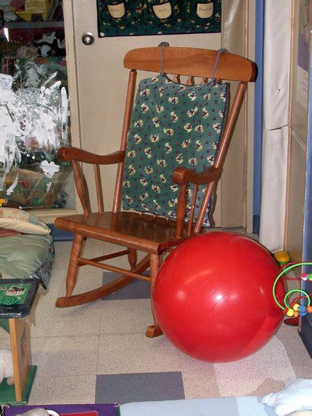 chaise ballon la chaise berçante et le ballon les enfants au service
