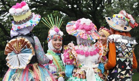 fashion show daur ulang  festival peduli sampah foto