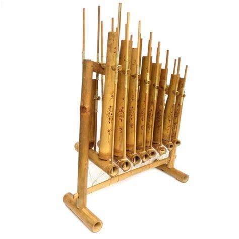 Jenis alat musik tersebut adalah jenis alat musik yang berasal dari hembusan napas, yang biasanya disebut dengan jenis bunyi aerofon. alat musik tradisional angklung | Musik tradisional, Musik ...
