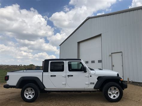 jeep gladiator sport max tow package marketing trailers vehicles