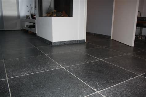 granieten tegels binnen zwart marmer