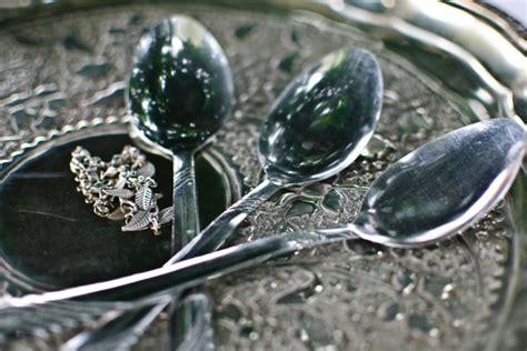 reinigung silber silber reinigen tipps und tricks mit wirksamen hausmitteln