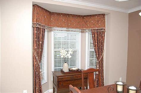 choose curtains  bay windows